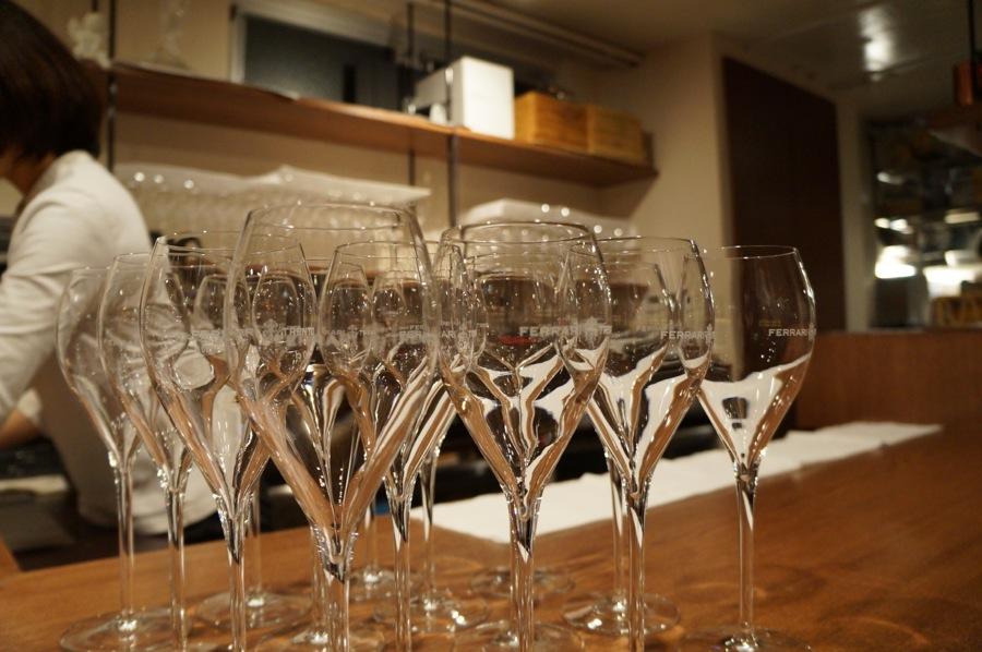 グラスもワインが注がれるのが待ち遠しい。