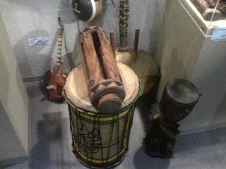 アフリカのドラムたち